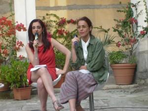 Letizia Muratori dialoga con Rossella Milone e il pubblico nel Chiostro di San Paolo